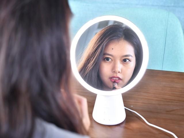 将AI植入女神化妆镜 天猫精灵Queen评测(审核不发)