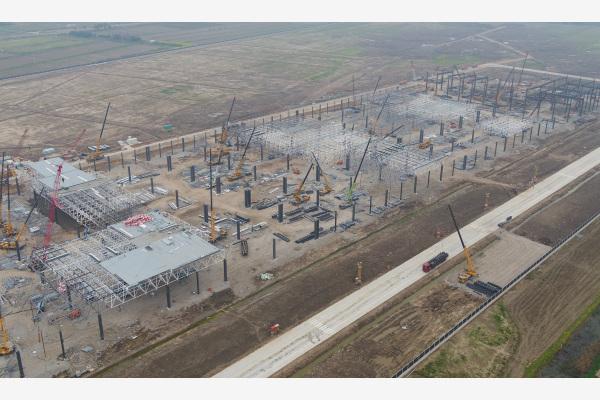 在建设中的特斯拉上海超级工厂(2019年4月)。新华社图