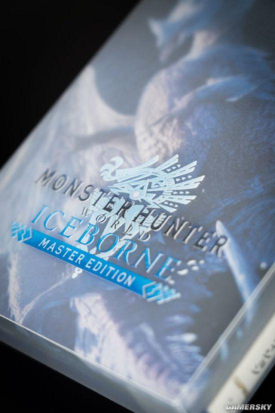 《怪物猎人:世界》冰原DLC特典实物图公开 双龙对峙气魄十足
