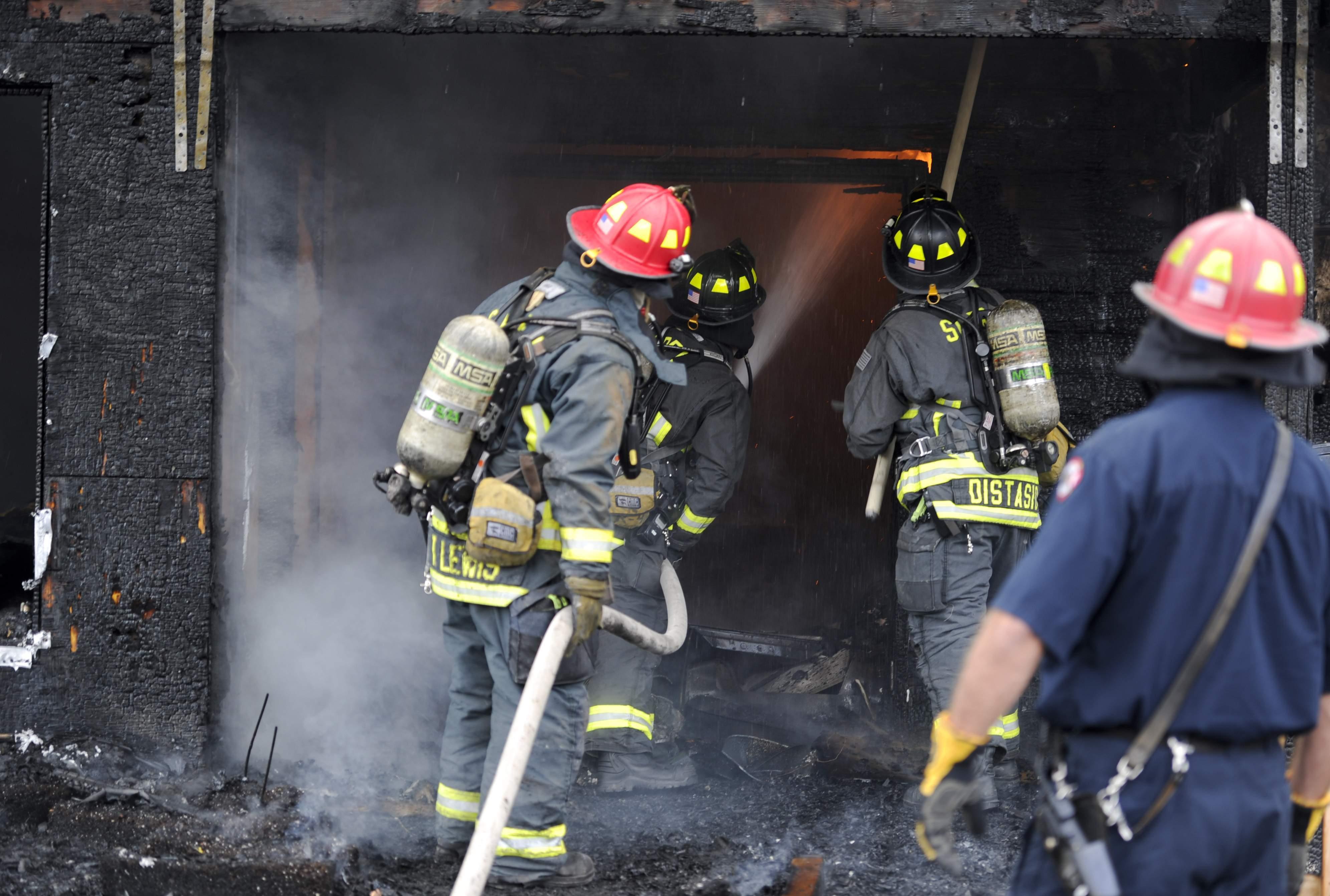 外媒:美国教师和消防员不知不觉中资助中国科技