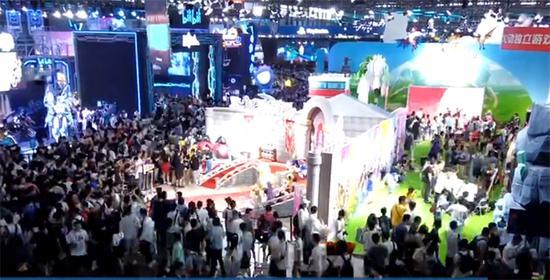 """首届""""上海电竞周""""举行。"""