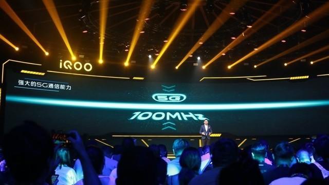 2分钟看懂iQOO Pro 更多人可以拥有的5G手机