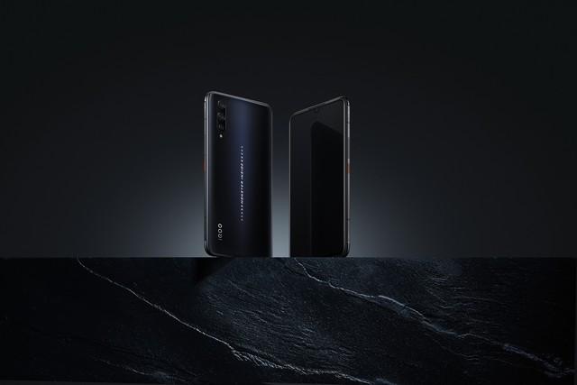 骁龙855 Plus+UFS3.0 iQOO Pro不止生而强悍