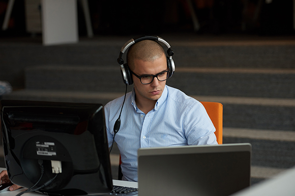 35岁是否可以通过学习编程语言而进入IT行业