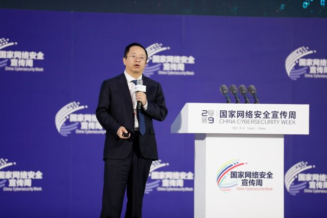 360集团董事长兼CEO周鸿祎在2019年国家网络安全宣传周上为天津的营商环境点赞。 天津广播天下无敌公号 图